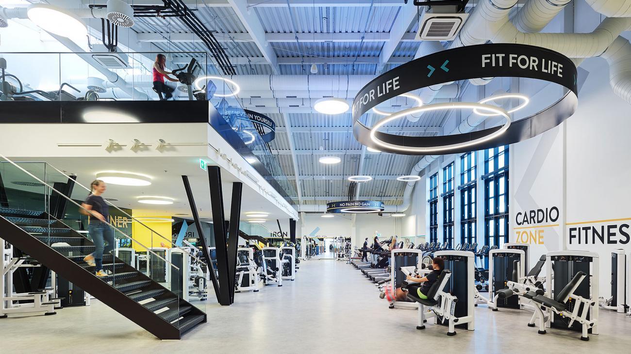 luxus fitnesscenter. Black Bedroom Furniture Sets. Home Design Ideas